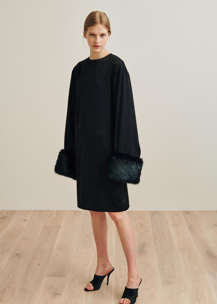 toteme_ps19_perlo_black_dress0528